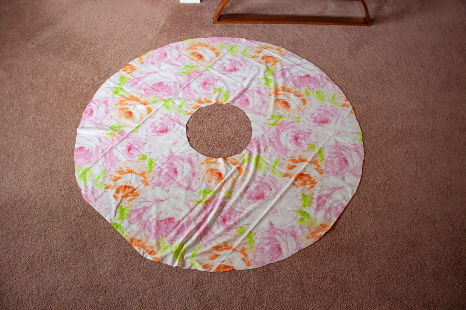 Circle of fabric with circle cut out of middle